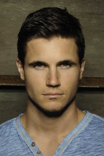 Image of Robbie Amell