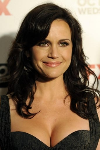 Picture of Carla Gugino