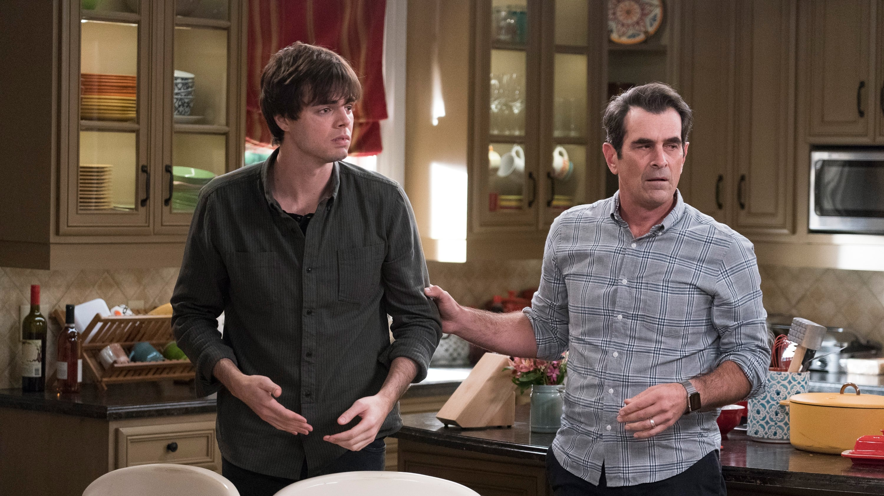 Modern Family Season 10 :Episode 12  Blasts from the Past