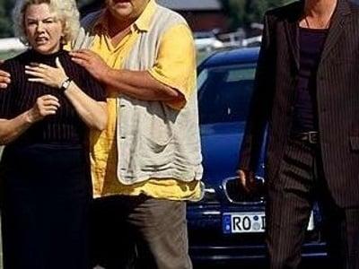 Die Rosenheim-Cops Season 3 :Episode 3  Ein Toter fällt vom Himmel