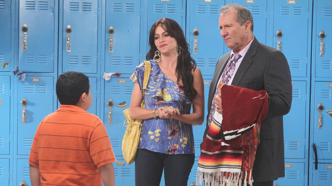 Modern Family Season 1 :Episode 6  Run for Your Wife