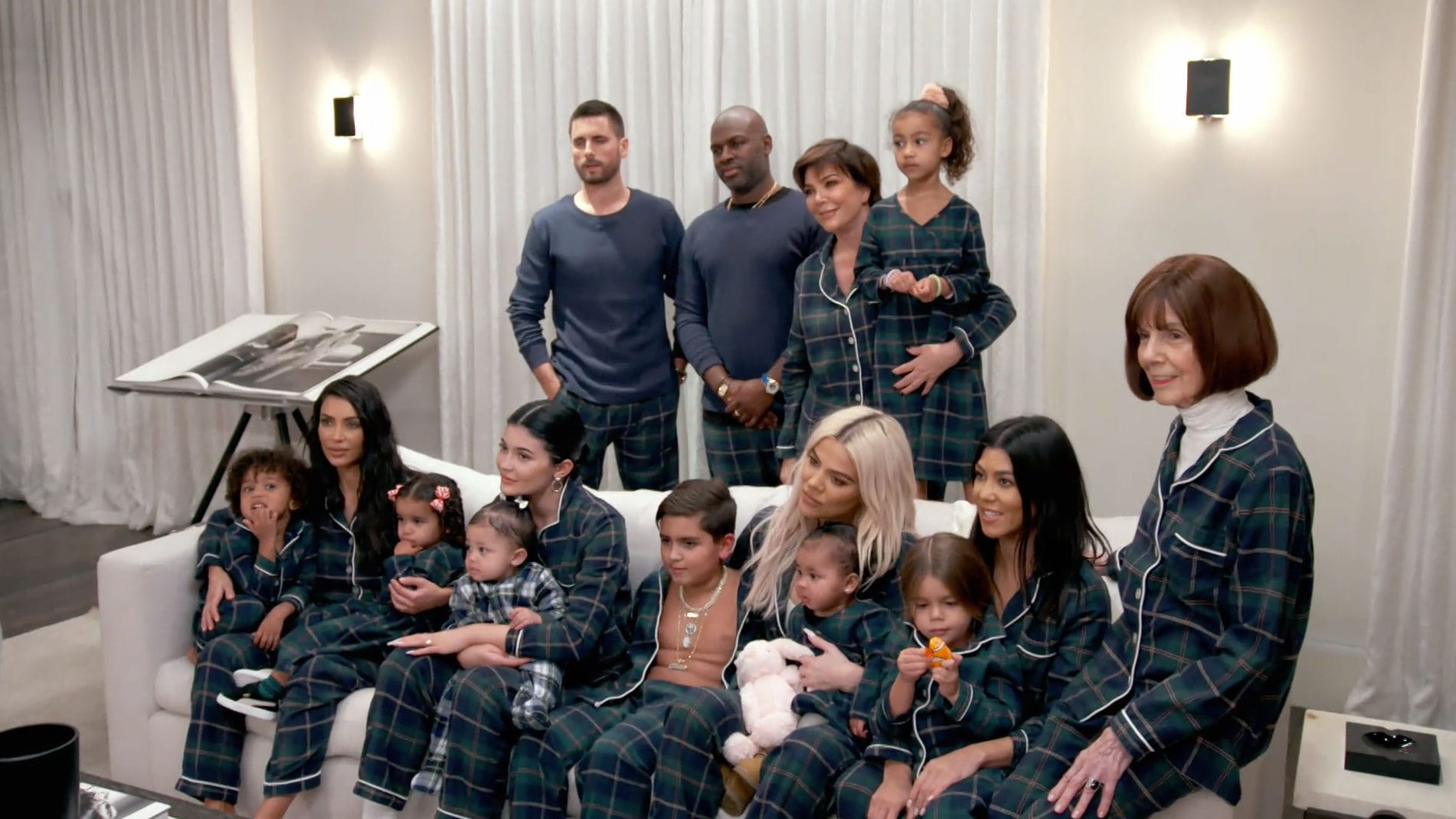 Keeping Up with the Kardashians Season 16 :Episode 9  Christmas Chaos