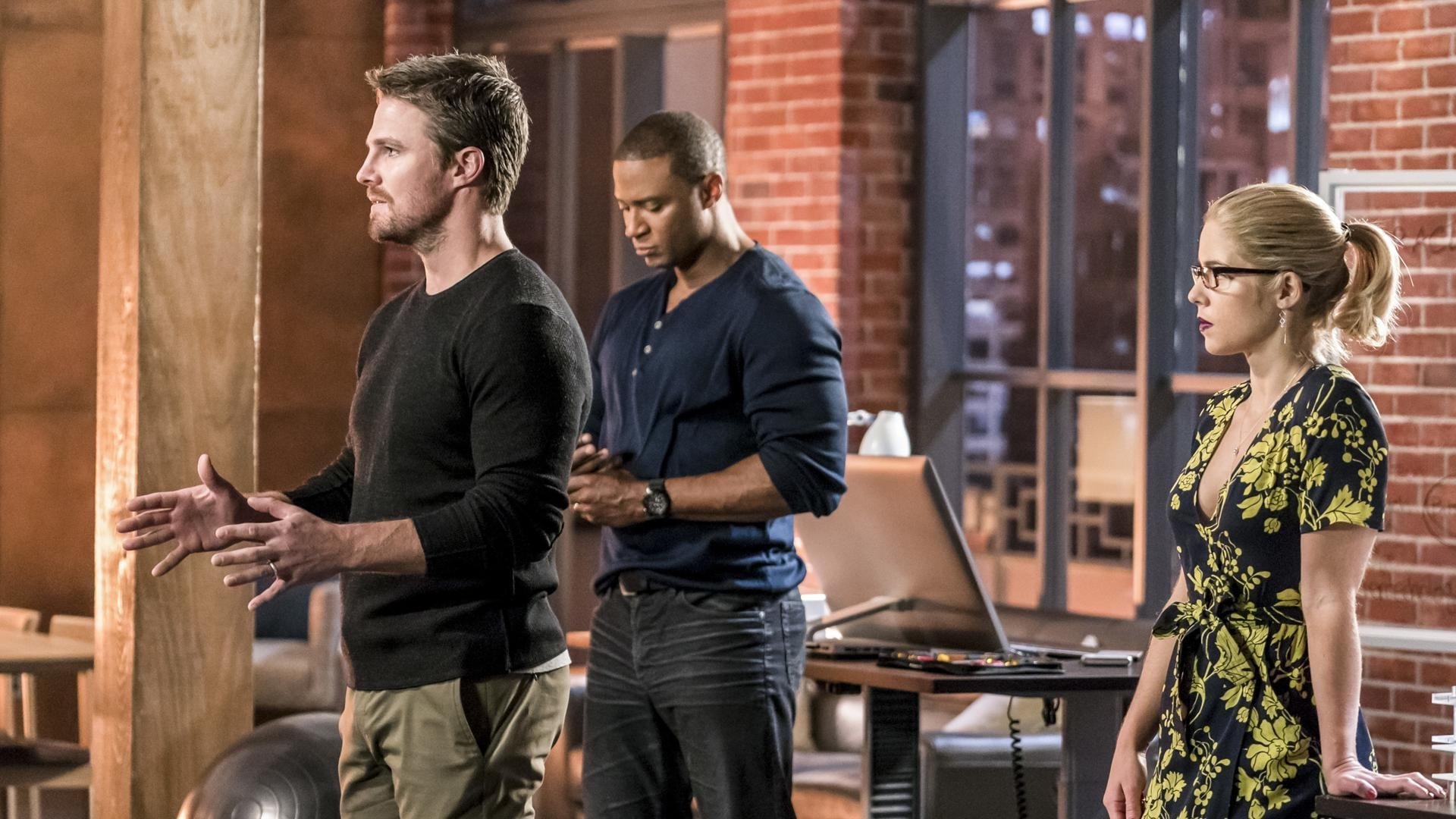 Arrow Season 6 :Episode 10  Divided