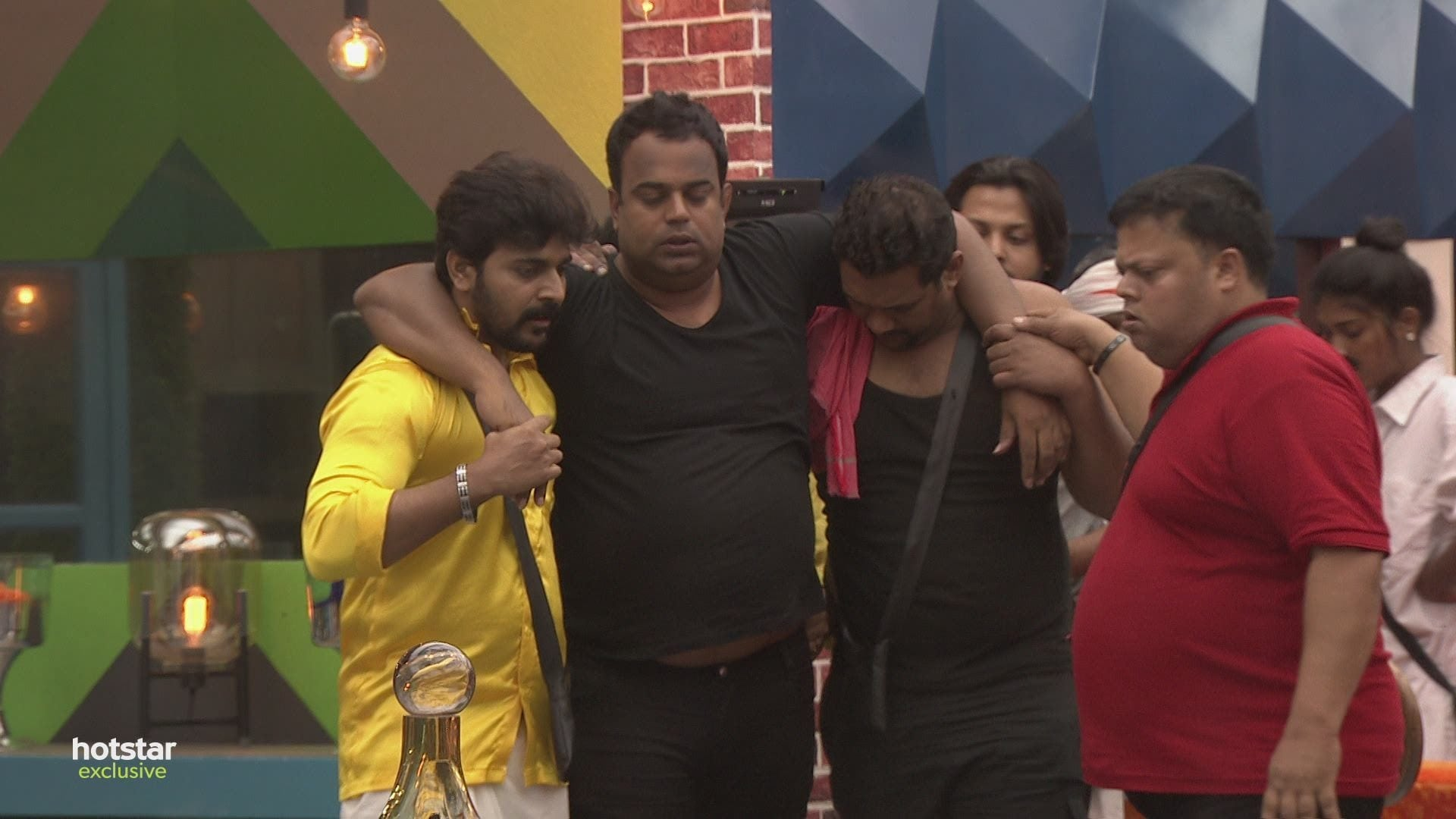 Bigg Boss - Season 1 Episode 4 : Day 3: Manoj collapses