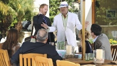 Modern Family Season 2 :Episode 23  See You Next Fall