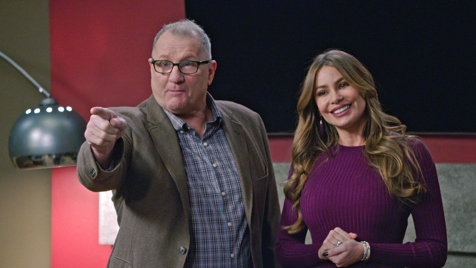 Modern Family Season 10 :Episode 18  Stand By Your Man