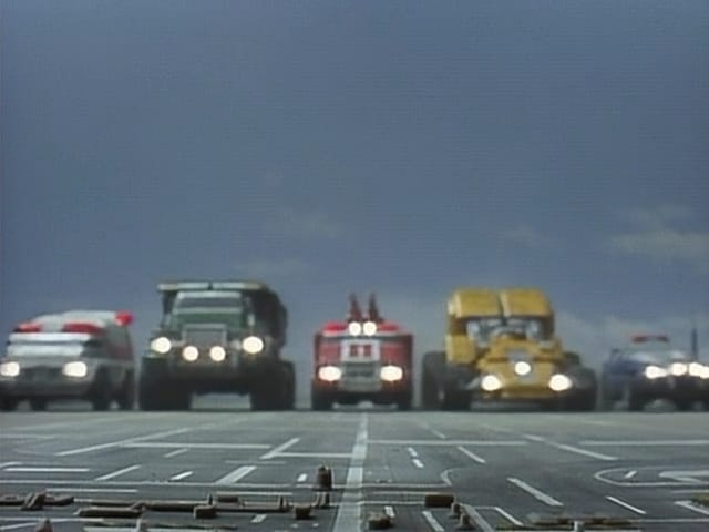 Super Sentai Season 20 :Episode 30  A Crashing Debut! The Working Vehicles!!