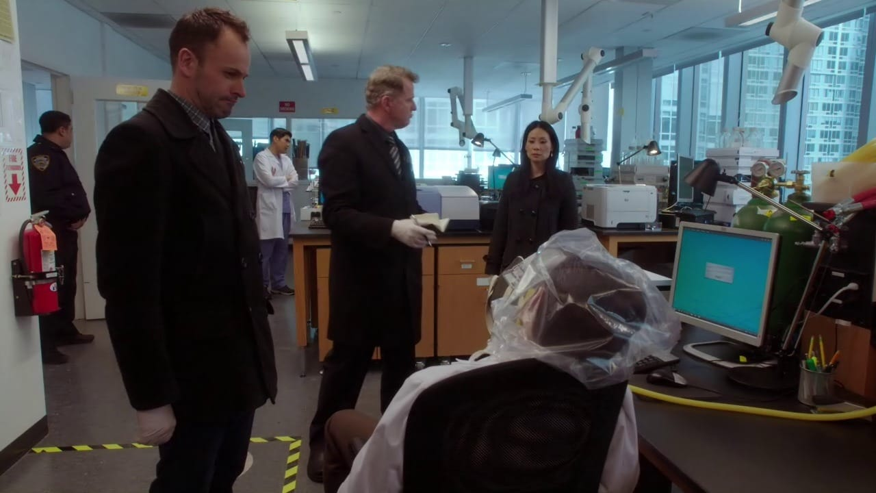 Elementary Season 2 :Episode 18  The Hound of the Cancer Cells