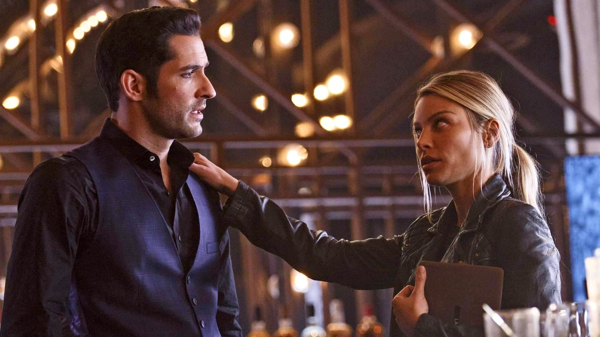 Lucifer - Season 2 Episode 9 : Homewrecker