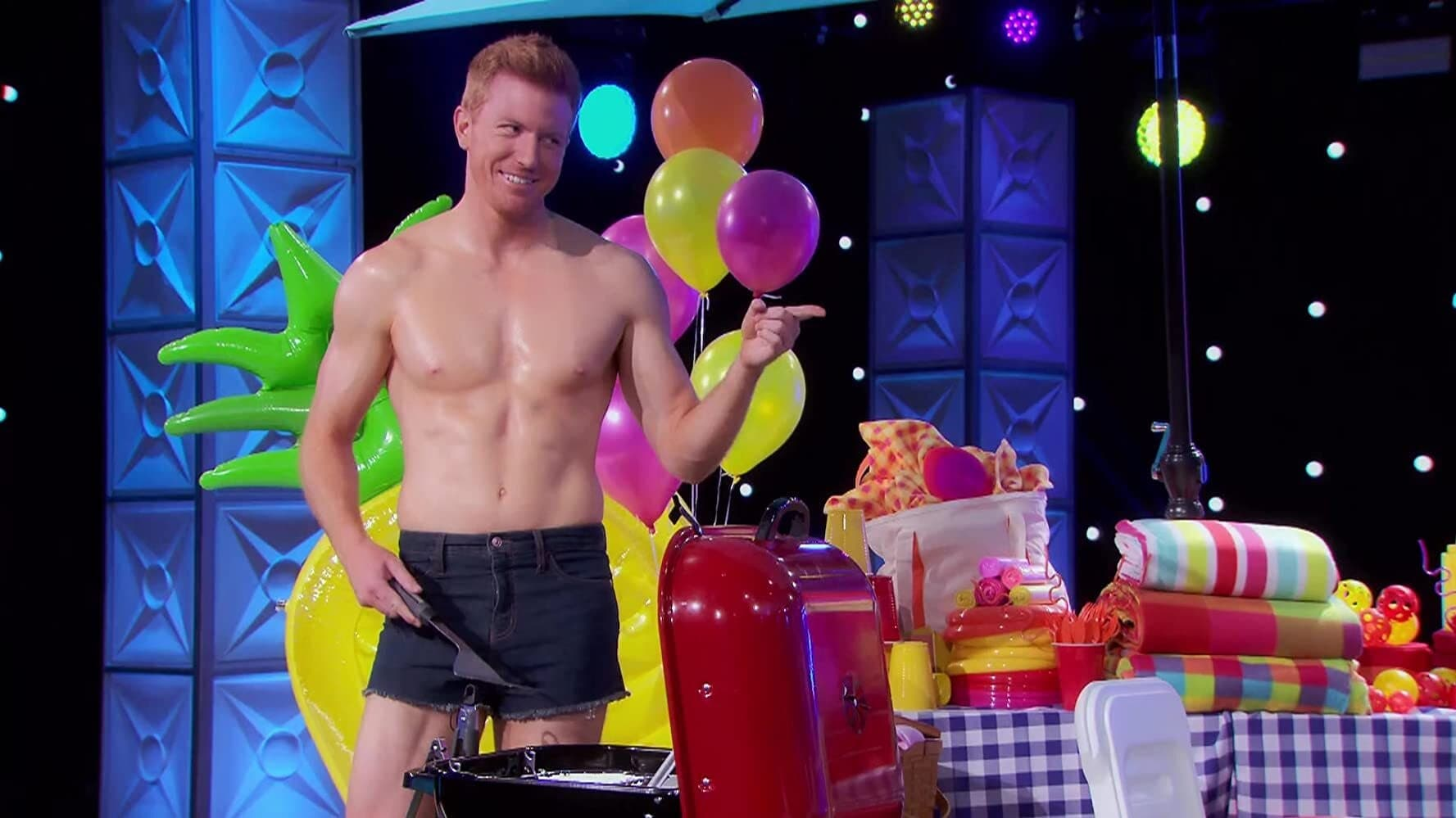 RuPaul's Drag Race All Stars - Season 5 Episode 6 : The Charles Family Backyard Ball