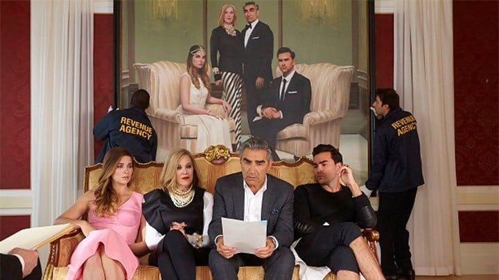 Schitt's Creek - Season 1 Episode 1 : Our Cup Runneth Over