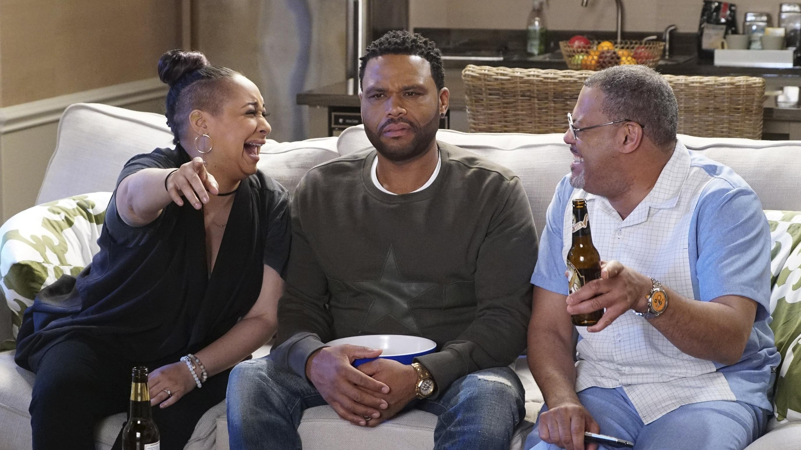 black-ish Season 3 :Episode 20  What Lies Beneath