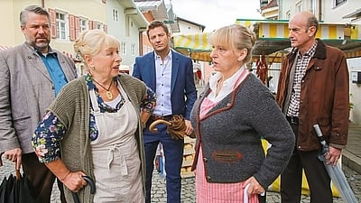 Die Rosenheim-Cops Season 17 :Episode 15  Klappe zu, Marktfrau tot