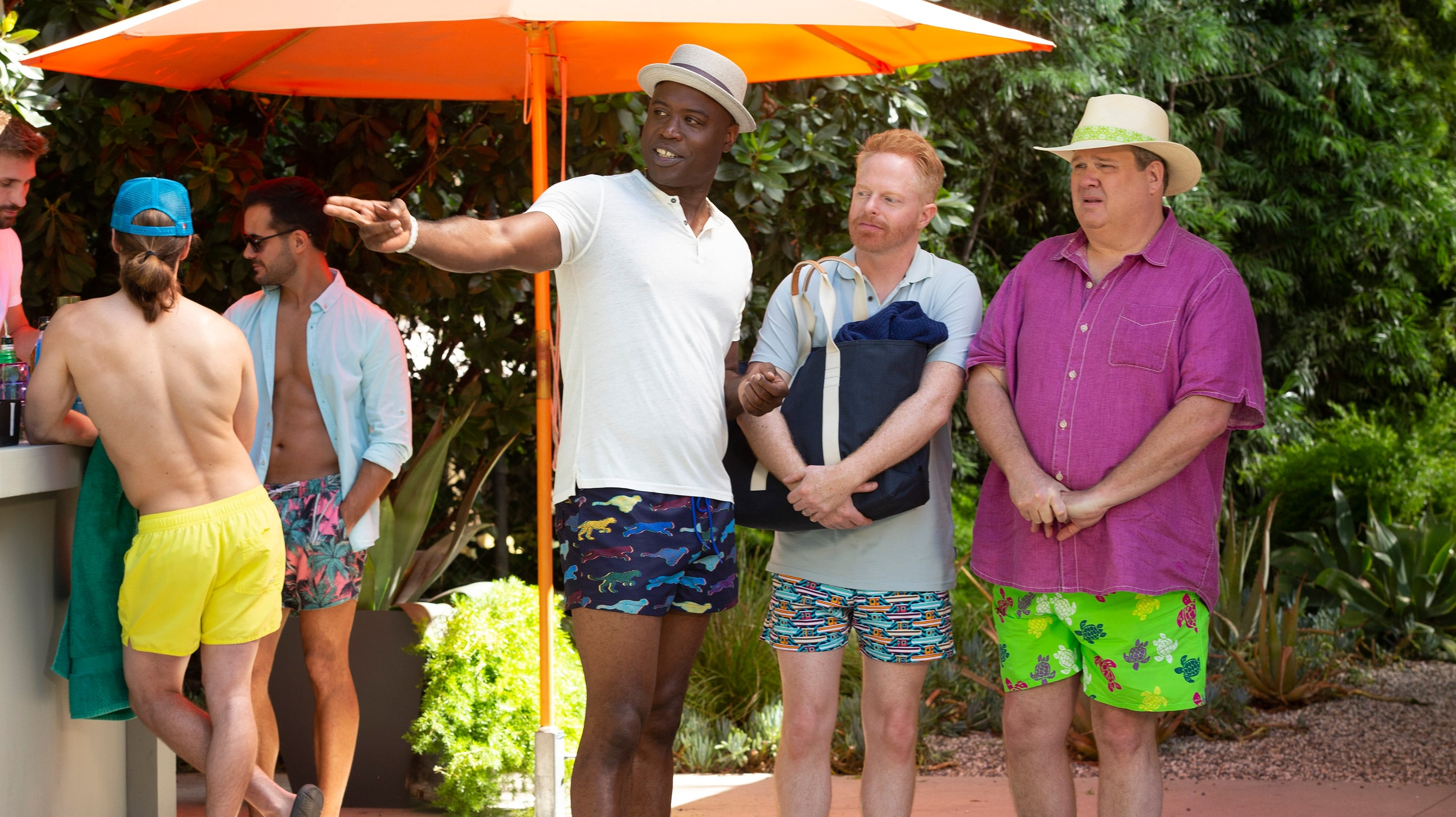 Modern Family Season 11 :Episode 4  Pool Party