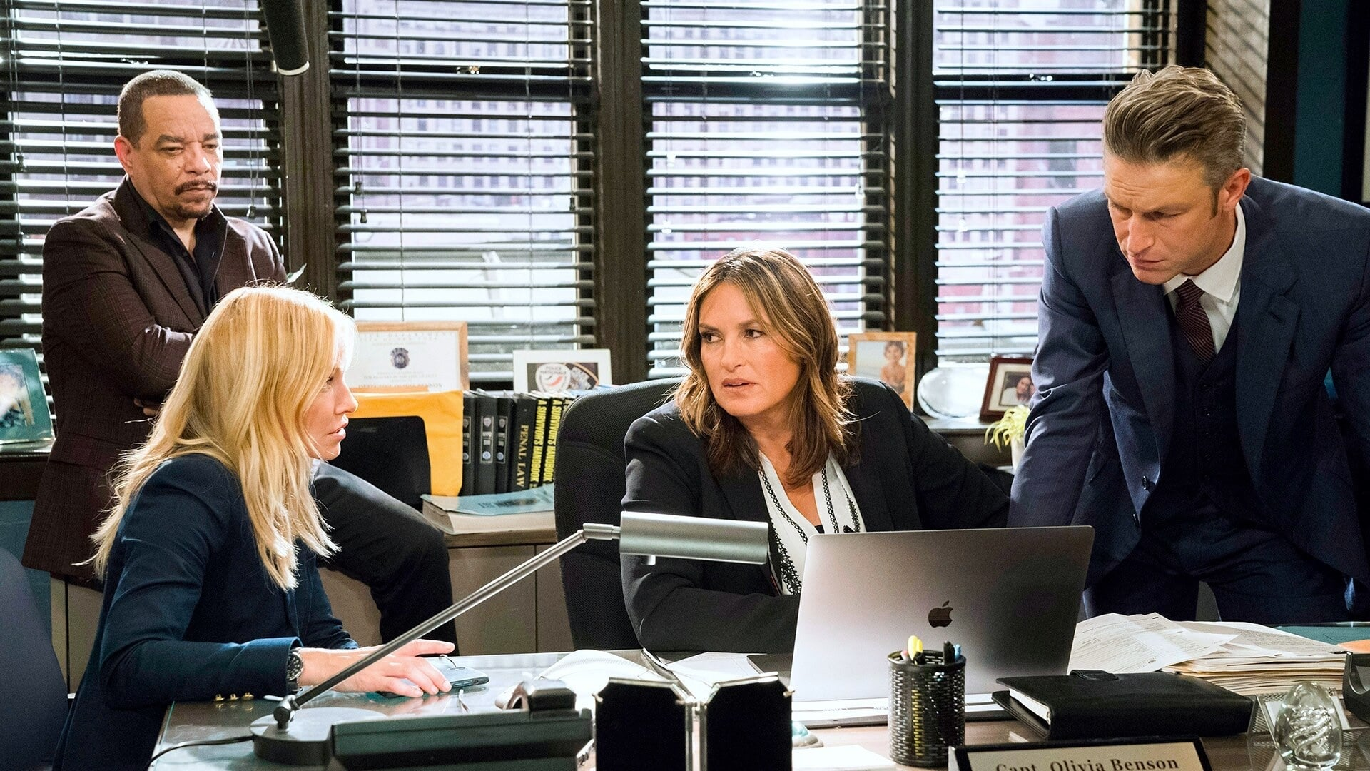 Law & Order: Special Victims Unit - Season 21 Episode 3 : Down Low in Hell's Kitchen