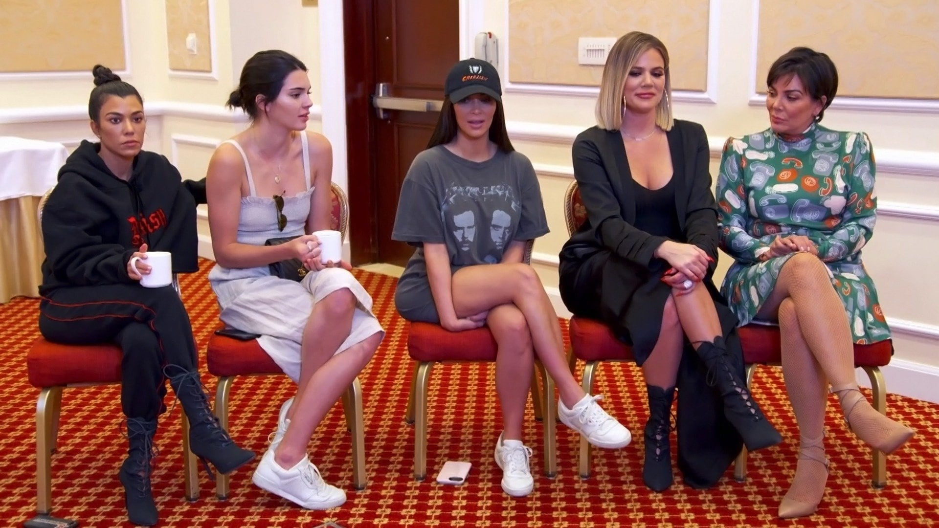 Keeping Up with the Kardashians - Season 14 Episode 11 : Press Pass