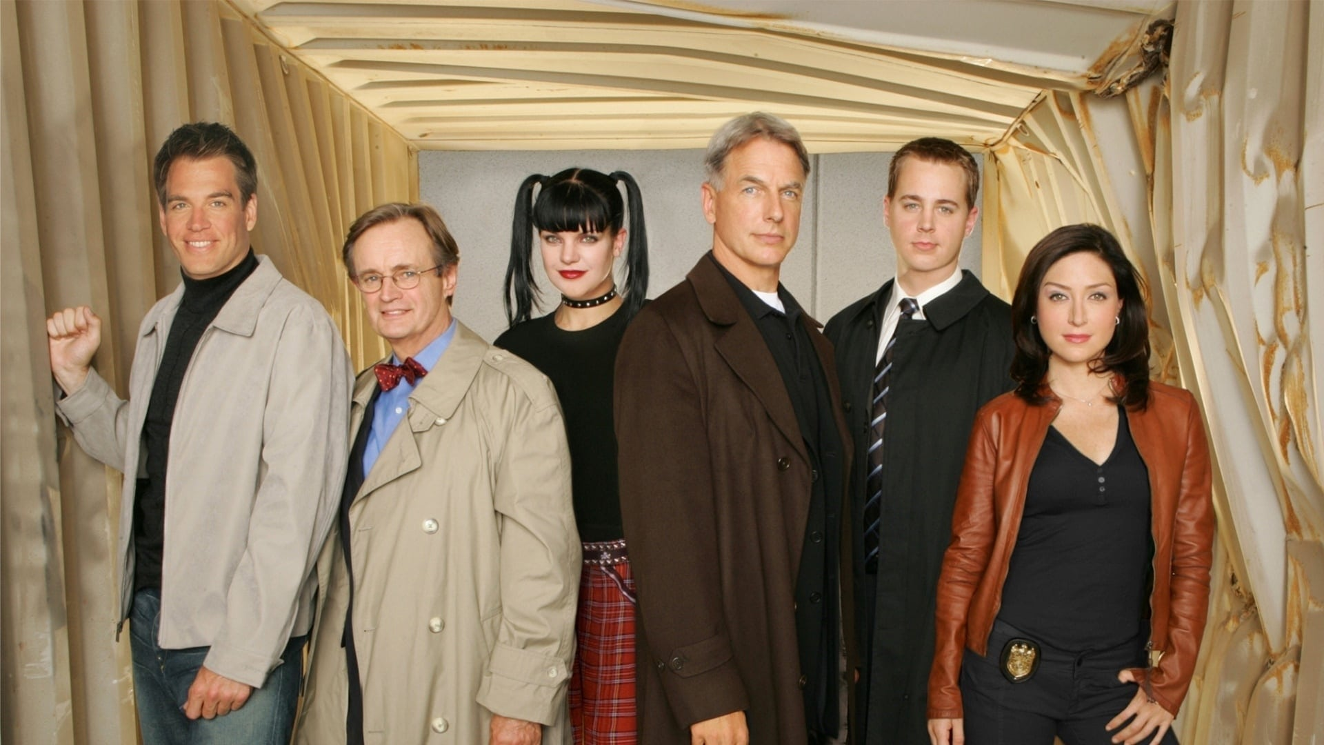 NCIS - Season 0 Episode 76 : Inside NCIS The Ship Set Afloat
