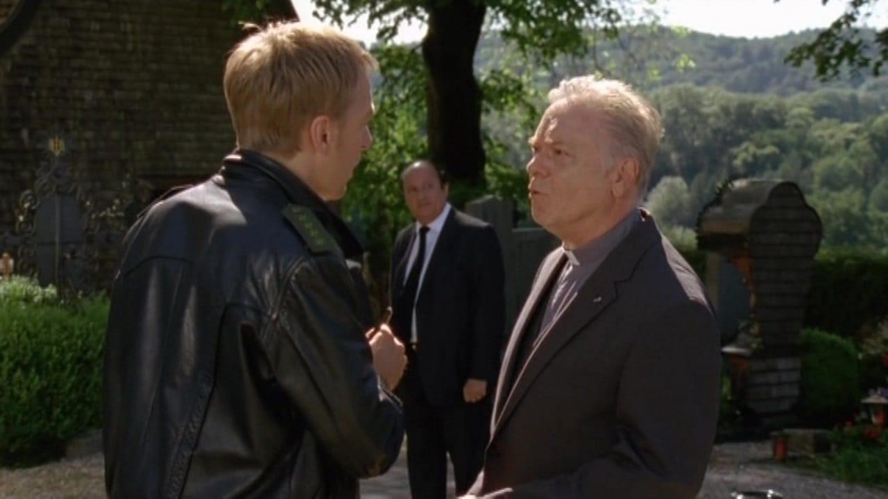 Die Rosenheim-Cops Season 11 :Episode 21  Anruf für eine Leiche