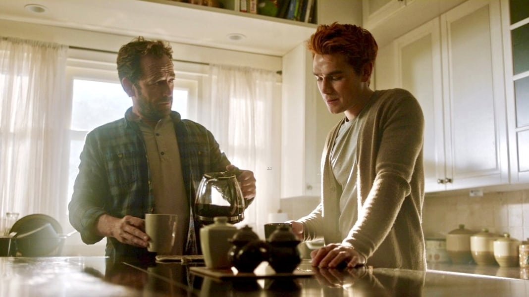 Riverdale Season 3 :Episode 10  Kapitel fünfundvierzig: Der Fremde