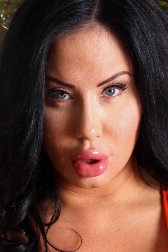 LILIANA: Sell sexy pics