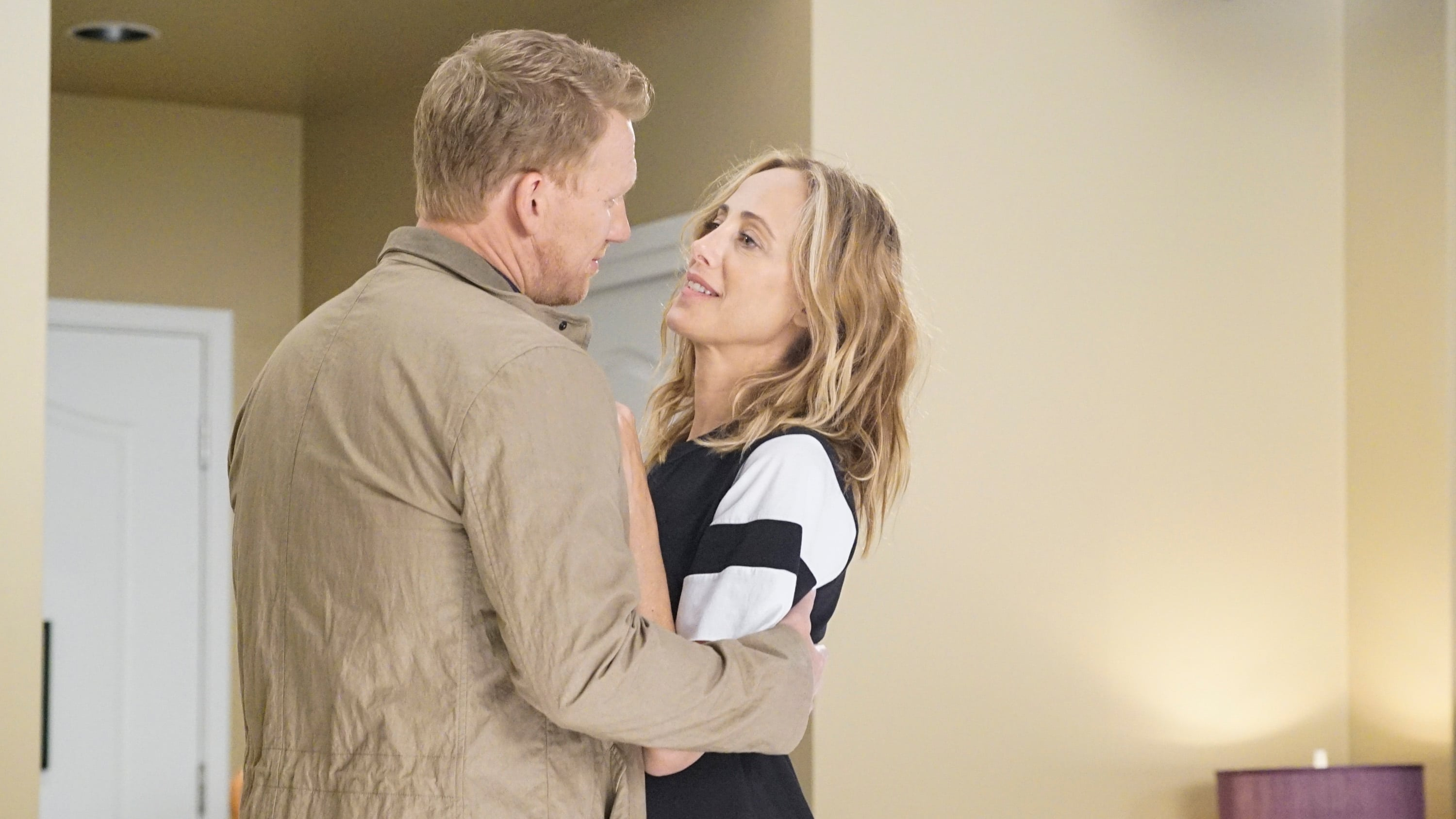 Grey's Anatomy Season 16 :Episode 1  Nothing Left to Cling To