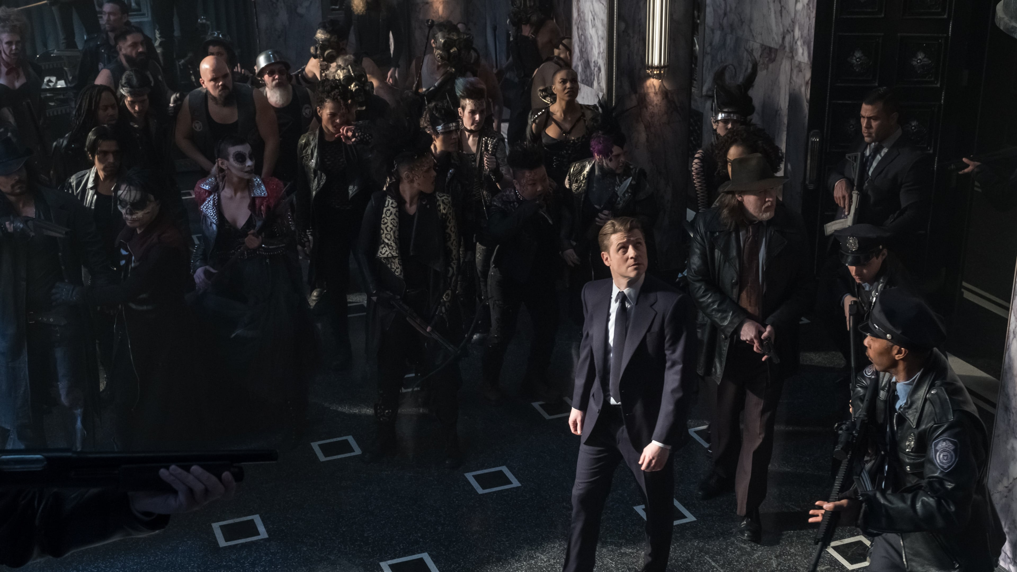 Gotham Season 5 :Episode 9  Legend of Dark Knight: The Trial of James Gordon
