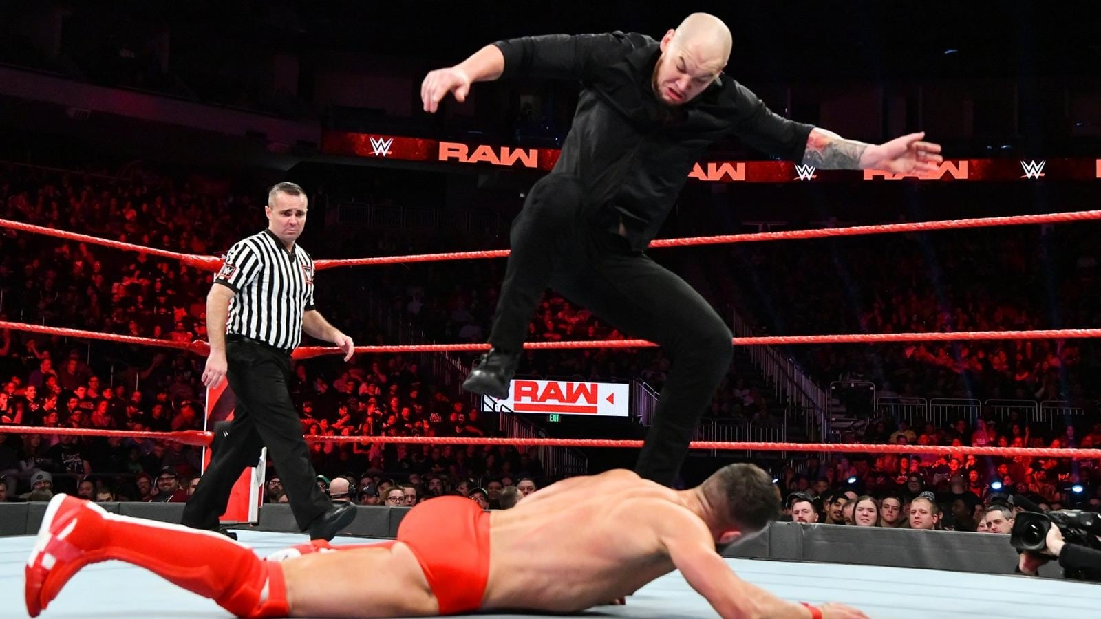 WWE Raw - Season 26 Episode 48 : November 26, 2018 (Milwaukee, WI) (1970)