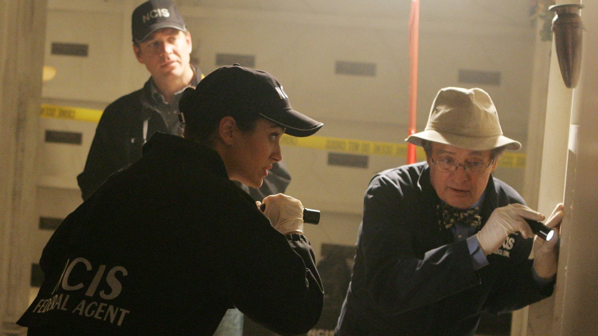 NCIS Season 4 :Episode 17  Skeletons
