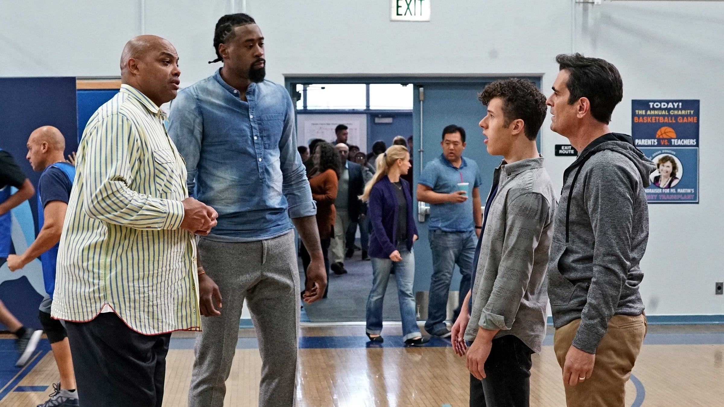 Modern Family Season 8 :Episode 16  Basketball
