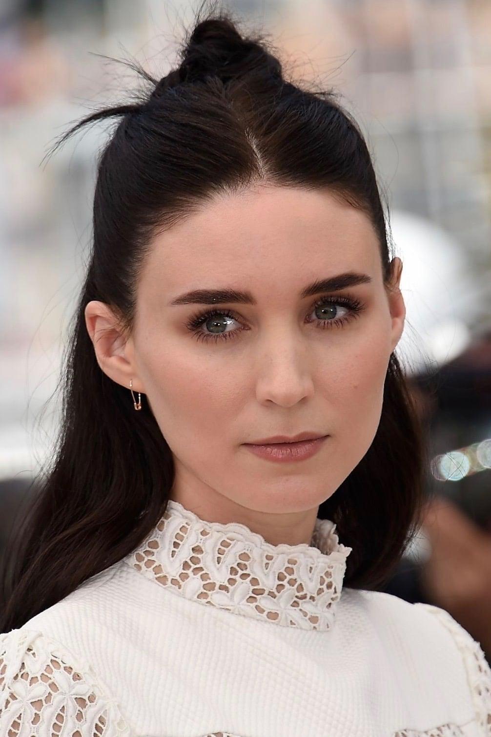 Met Gala 2018 Rooney Mara's tearful eye makeup | Hollywood ...  |Rooney Mara