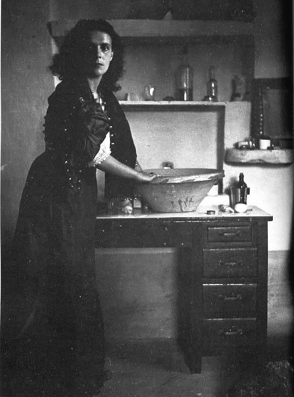 Leonora Carrington o el sortilegio irónico
