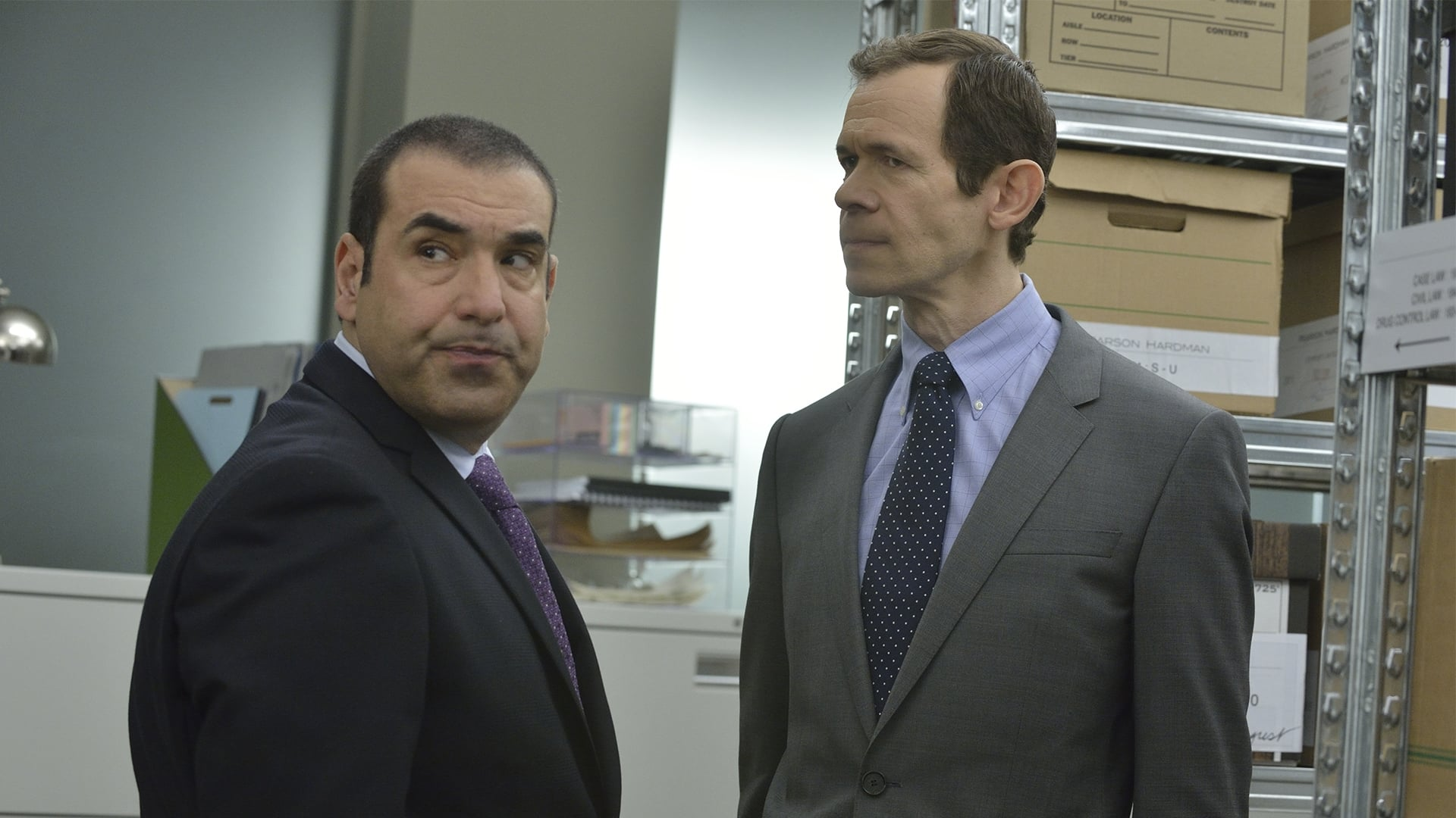 Synopsis: Watch Suits Season 3 online free. In Suits Season 3 Putlocker Full Episodes, While running from a drug deal gone bad, Mike Ross, a brilliant young college-dropout, slips into a job interview with one of New York City's best legal closers, Harvey Specter.
