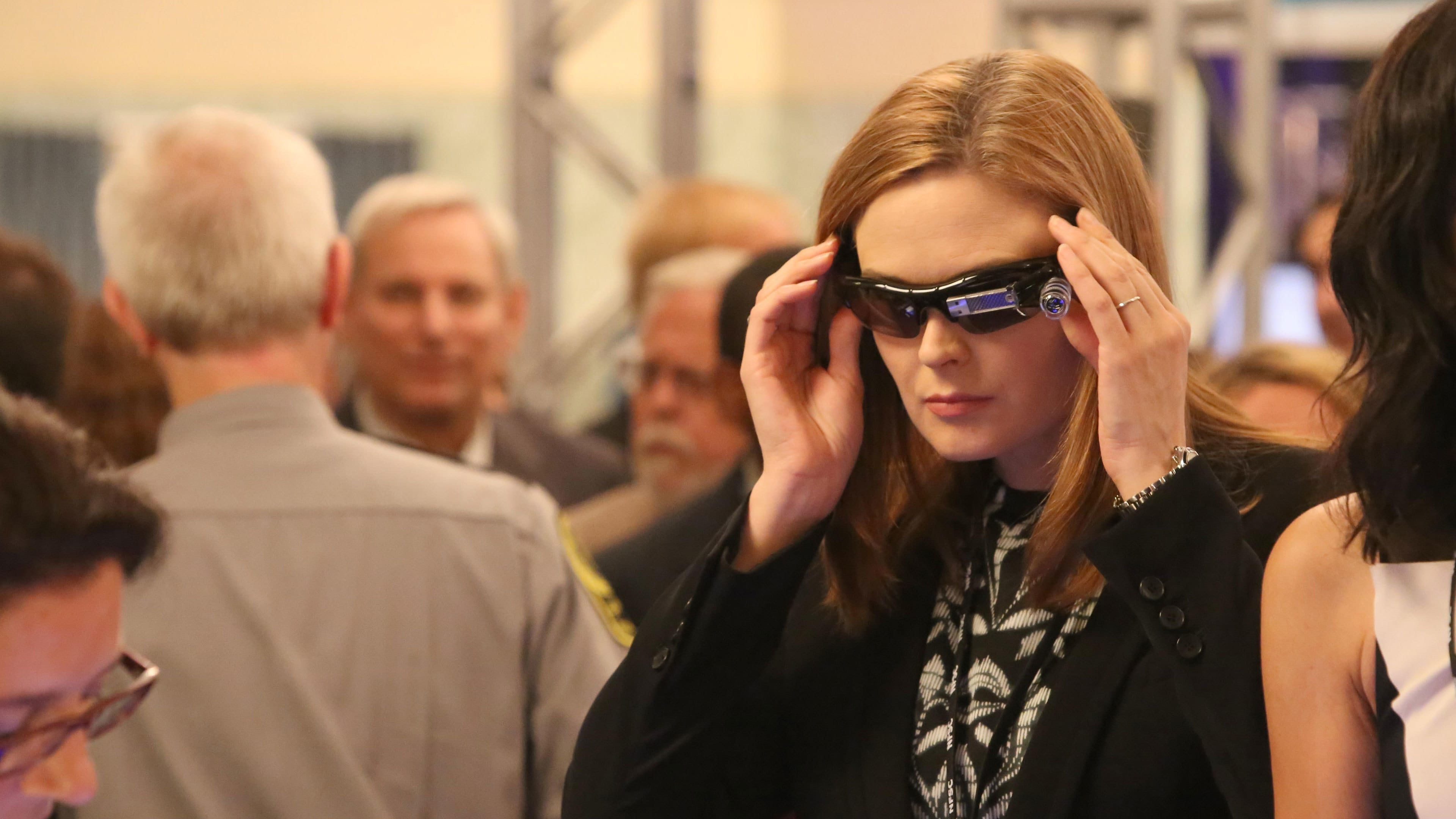 Bones Season 10 :Episode 5  The Corpse at the Convention