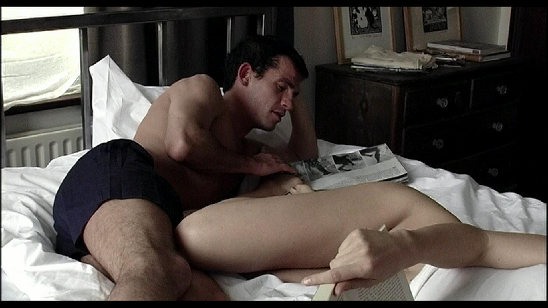 Брутальное кино на грани порно, фотография женских гениталий