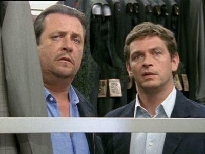 Die Rosenheim-Cops Season 8 :Episode 9  Der Tod kam von oben