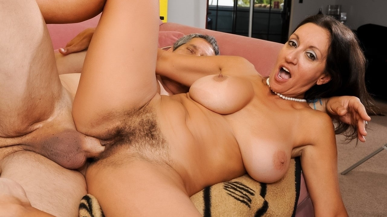 Iranian Mature Mom Fucking With Her Young Lover