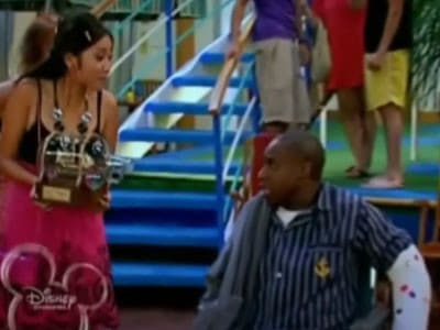 The Suite Life on Deck Season 1 :Episode 20  Cruisin' for a Bruisin'