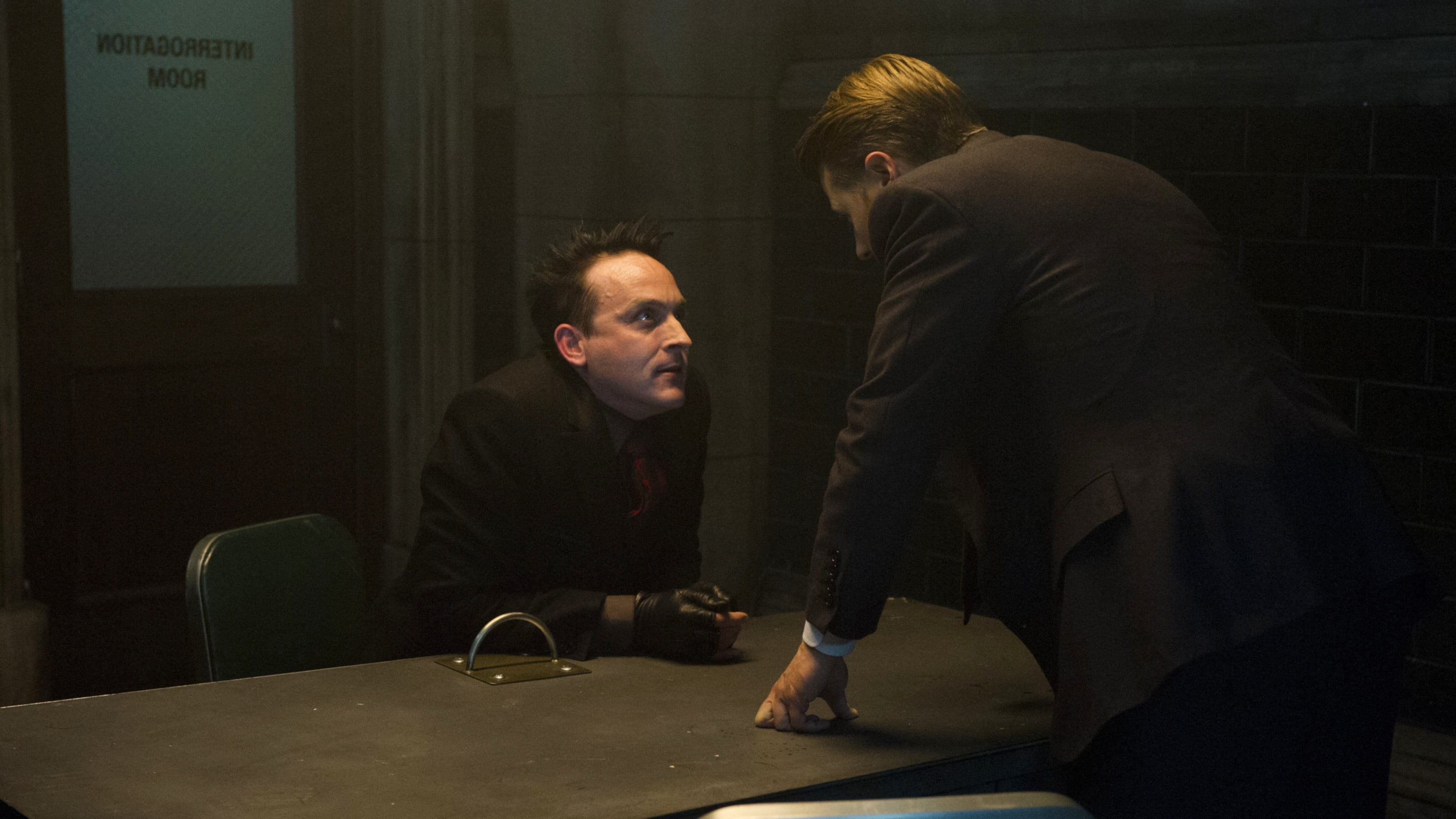 Gotham Season 5 :Episode 5  Legend of Dark Knight: Pena Dura