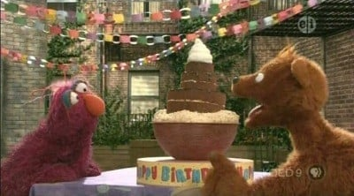 Sesame Street Season 39 :Episode 10  Curly Bear Chases Birthday Cake
