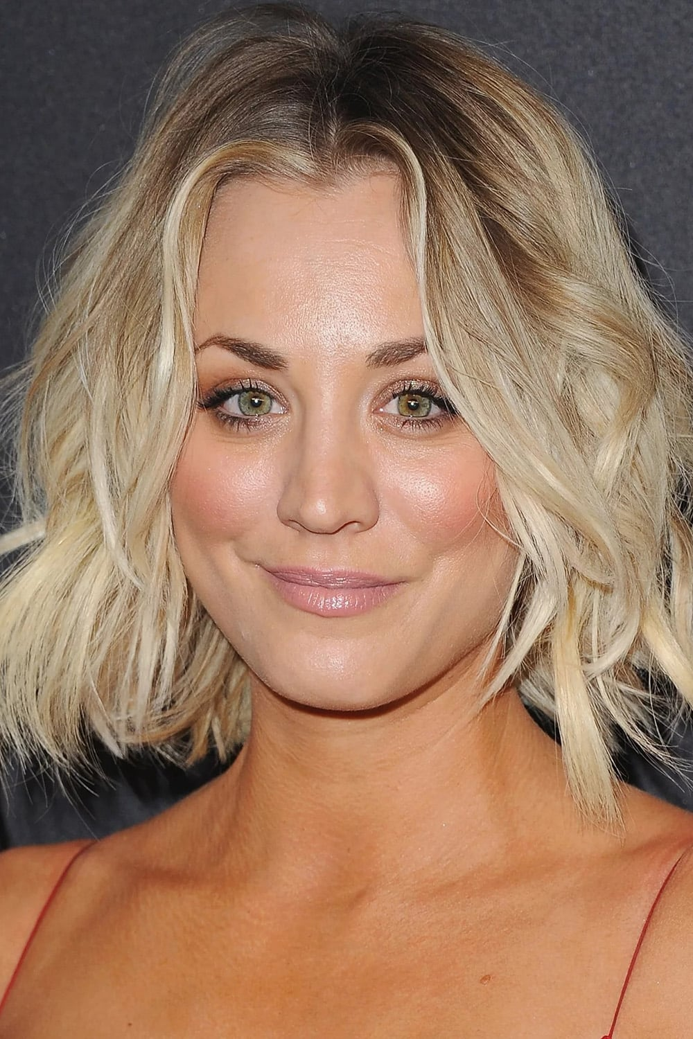 Get Kaley Cuoco Images