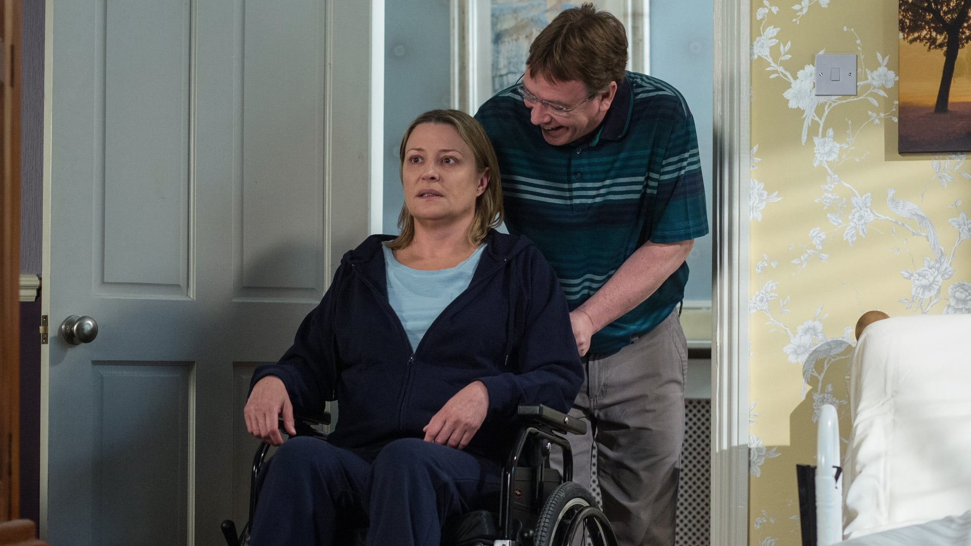 EastEnders Season 32 :Episode 124  04/08/2016