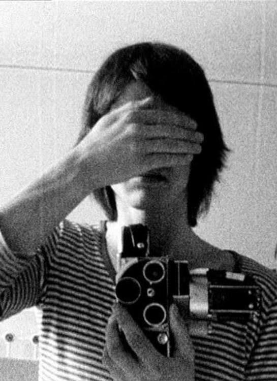 Hand/Shutter (1976)