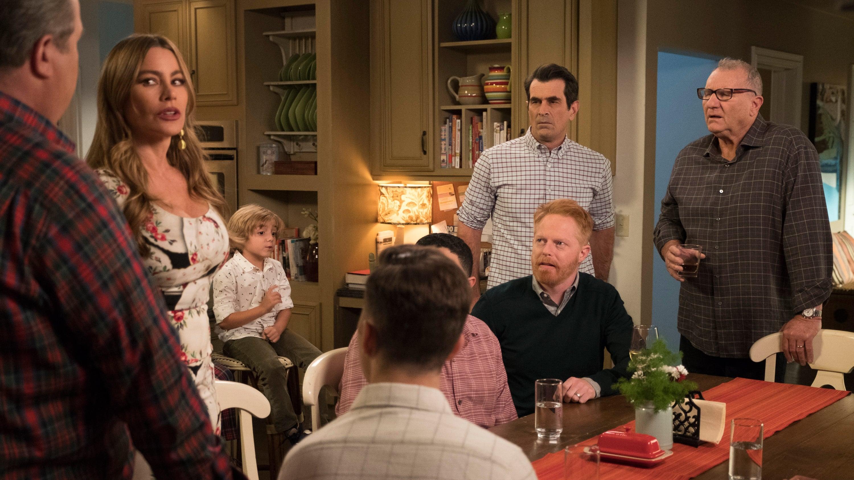 Modern Family Season 10 :Episode 10  Stuck in a Moment