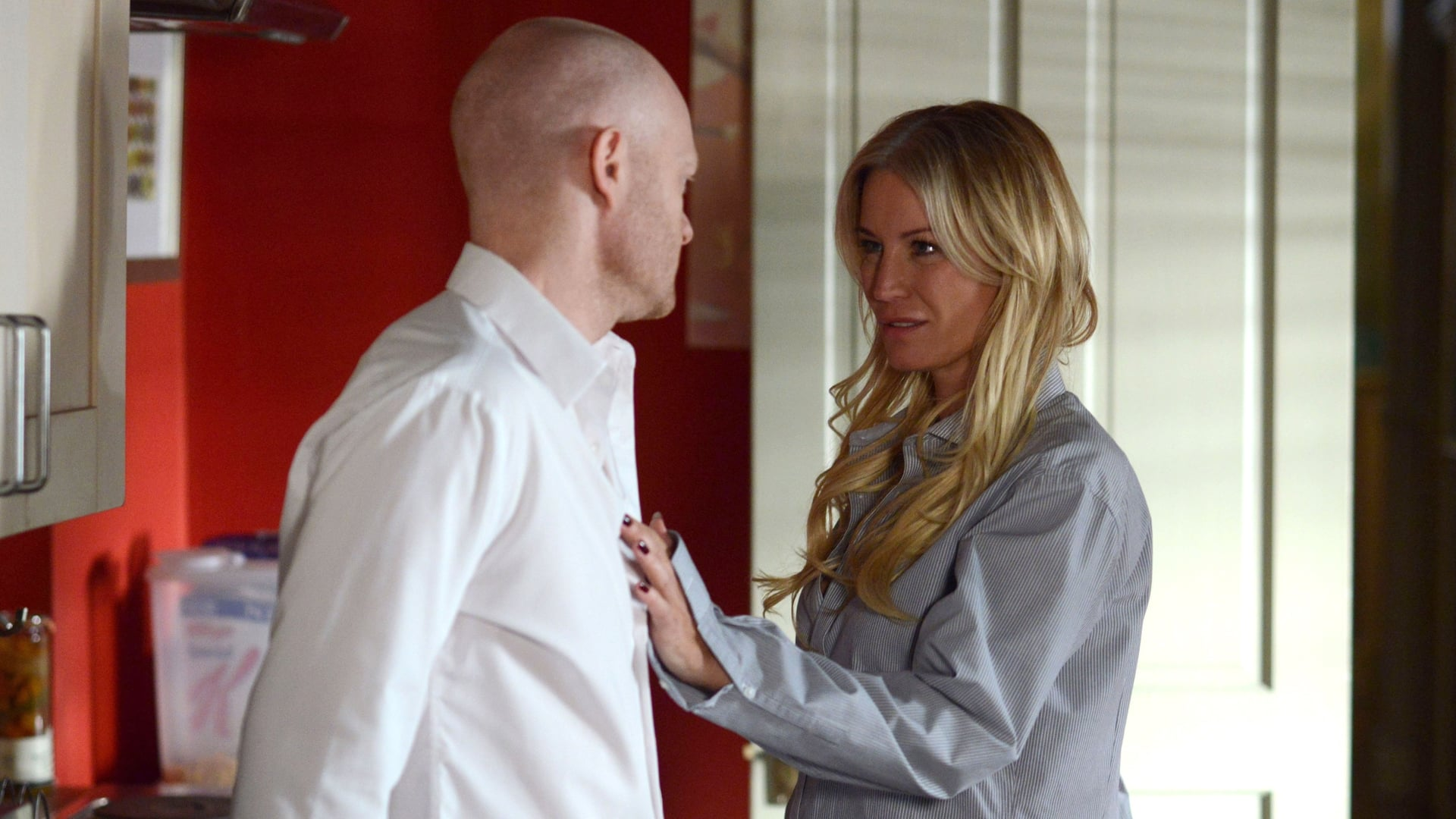 EastEnders Season 31 :Episode 61  10/04/2015
