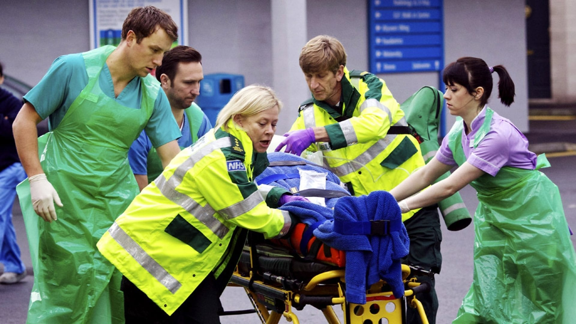 Casualty Season 27 :Episode 26  Cross Roads