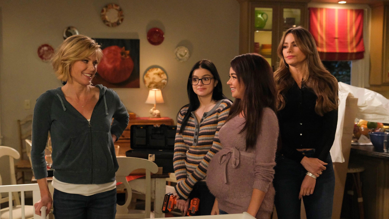 Watch Modern Family Season 10 Episode 17 Online free