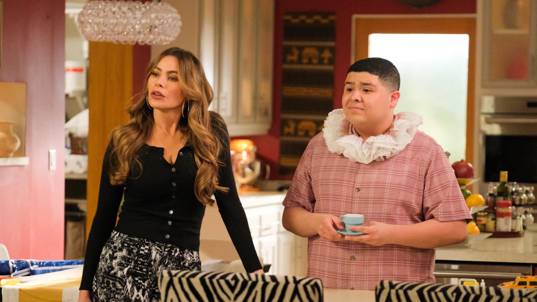 Modern Family Season 10 :Episode 19  Yes-Woman