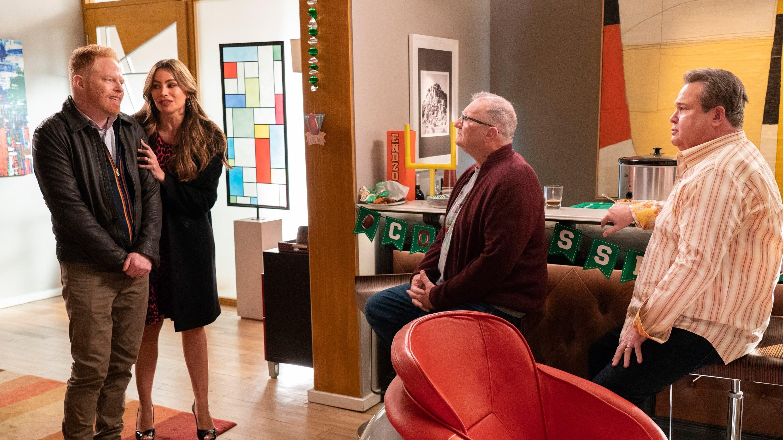 Modern Family Season 10 :Episode 15  SuperShowerBabyBowl
