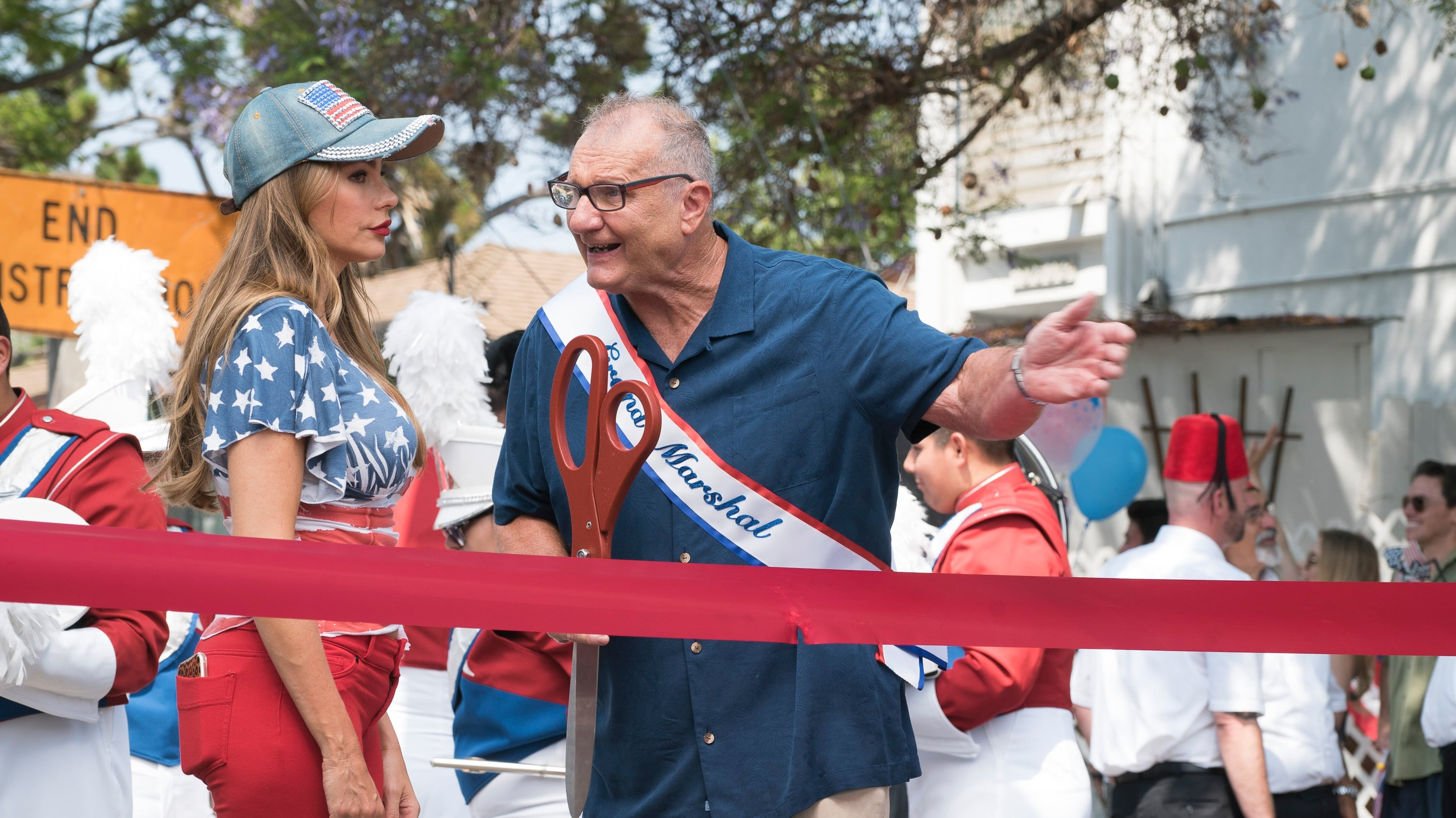Modern Family Season 10 :Episode 1  I Love a Parade
