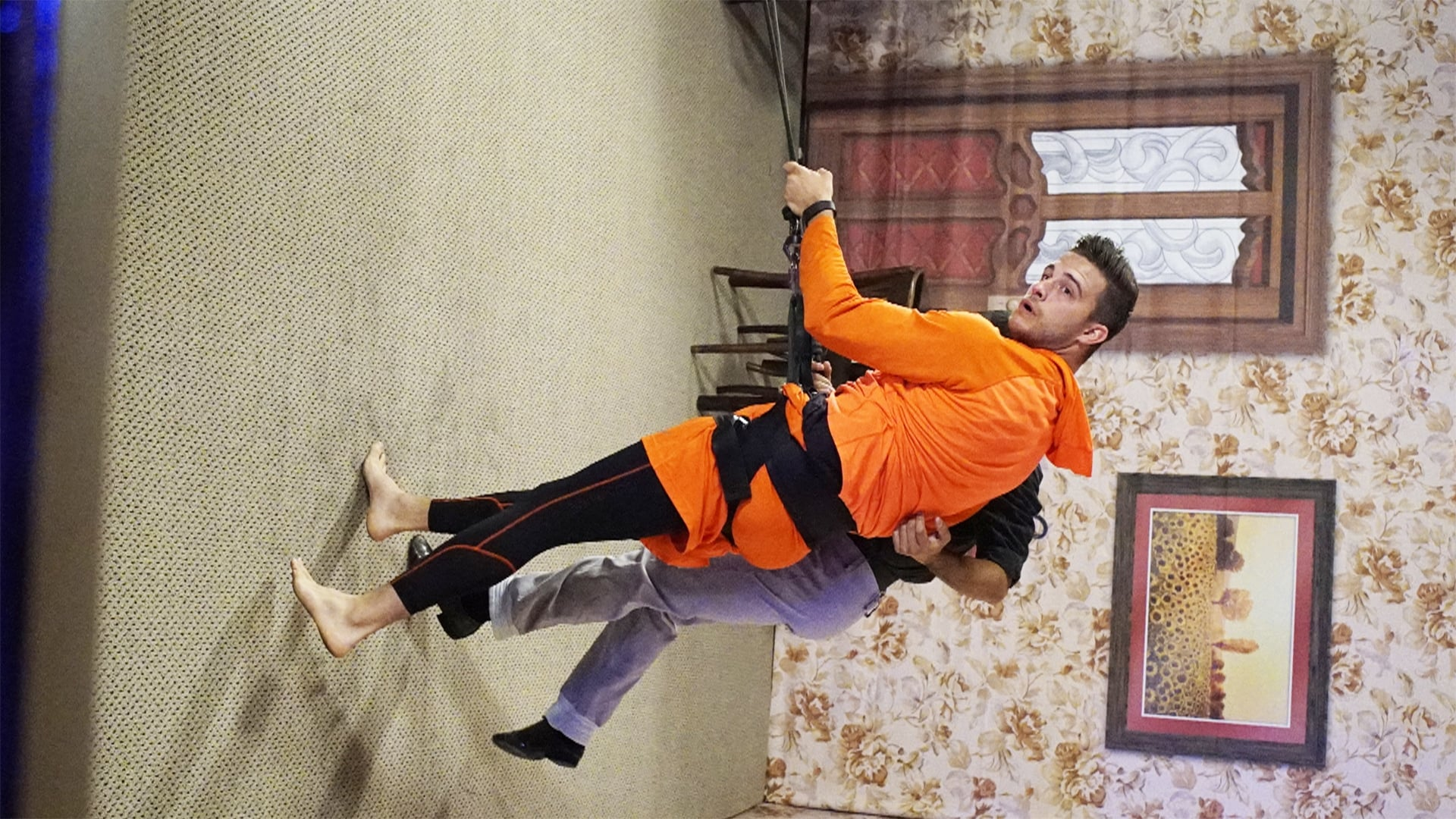 The Amazing Race Season 27 :Episode 2  Get In There And Think Like A Dog